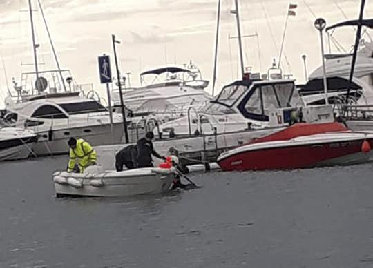 Aparece un cadaver en el puerto