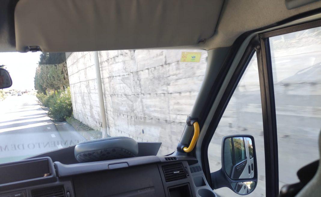 Autobus de Manilva circulando con la ITV caducada
